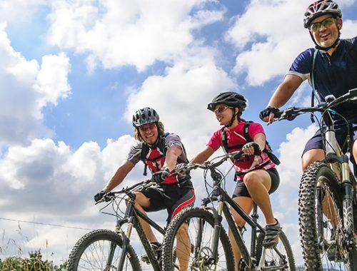 riding solo of fietsen in groep?